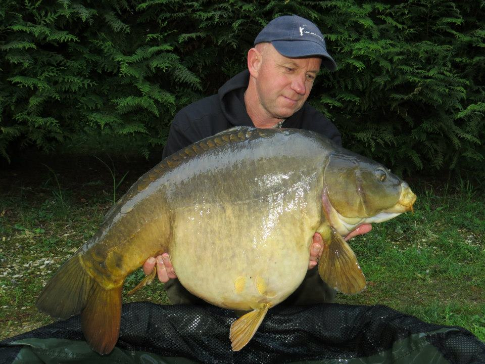 One of Joe's massive fish on his recent trip to France. Here he is holding a chunky 43lb 8oz Mirror which fell to Nashy's Scopex Squid Red.